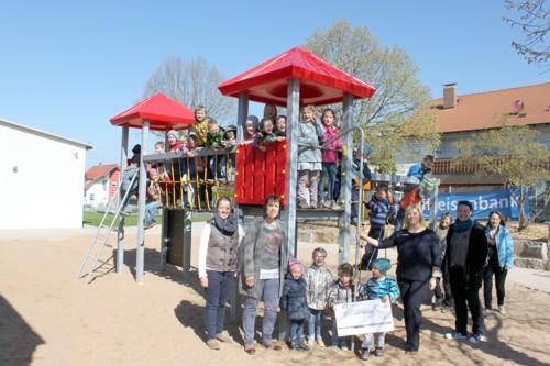 Klettergerüste Kindergarten : Spielplatz kindergarten klettergerüst aus holz stockfoto bild